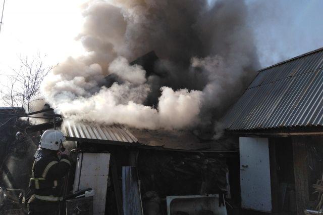 В воскресенье утром в Кунгуре загорелся частный жилой дом на ул. Бочкарёва.