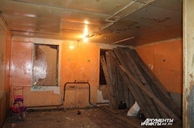 Люди вынуждены жить в аварийном жилье, дожидаясь расселения.
