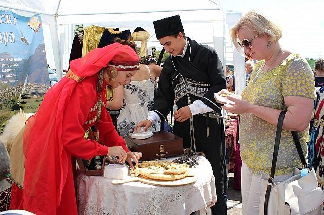 На фестиваль национальных культур в Малоярославец приезжают представители разных этносов.