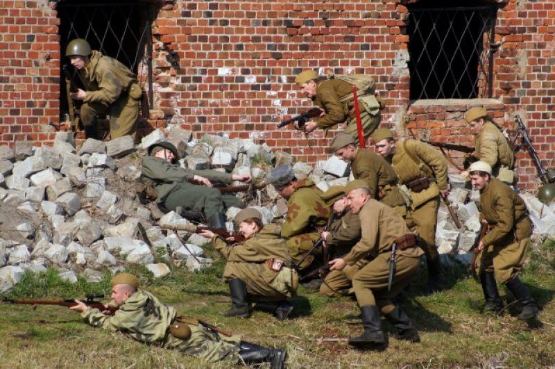 Для штурма Кёнигсберга была сосредоточена группировка, включающая более 100 000 человек.