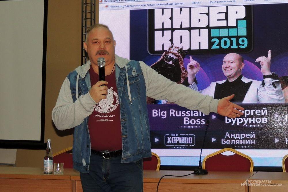 Писатель Андрей Белянин.