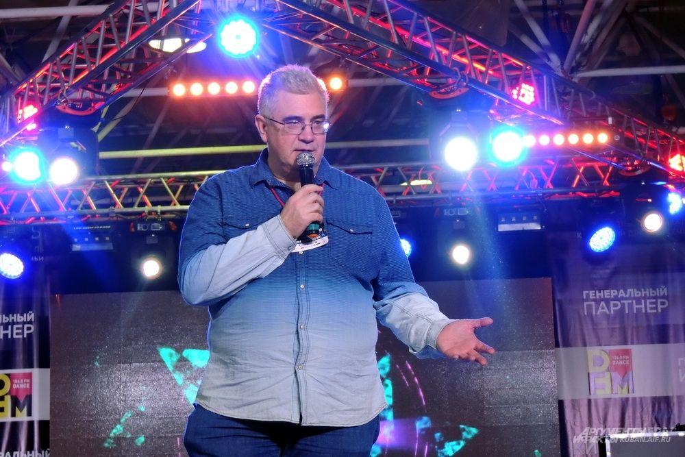 Писатель Роман Злотников.