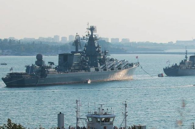Суда Черноморского флота контролируют действия кораблей НАТО в Черном море.