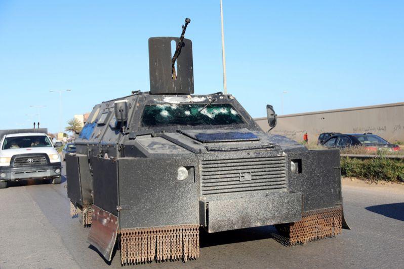 Военная техника сил Мисрата в районе Таджура к востоку от Триполи.