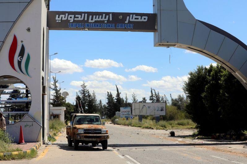Международный аэропорт Триполи, за который шли бои. Воздушная гавань переходила из рук в руки.