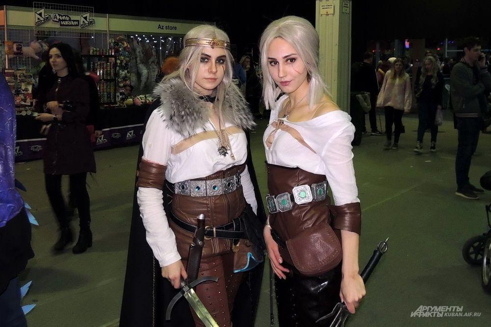 Девушки в образе воительниц.