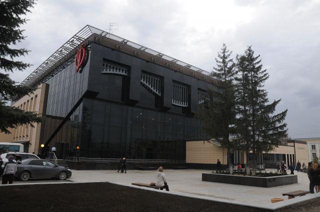 Концертный зал Омской филармонии примет новый проект.