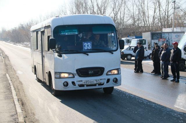 Один пассажир пострадал, его обследуют медики.
