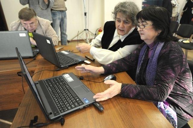 Пенсионеры получают новую профессию и устраиваются на работу