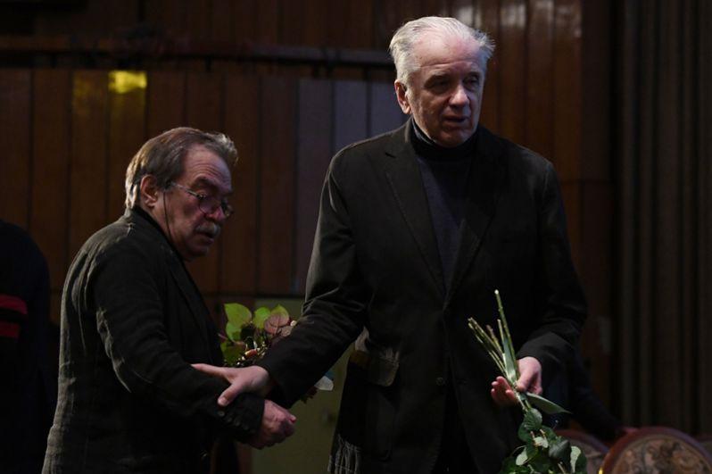 Драматург, актер и режиссер Александр Адабашьян (слева) и актер Евгений Стеблов.