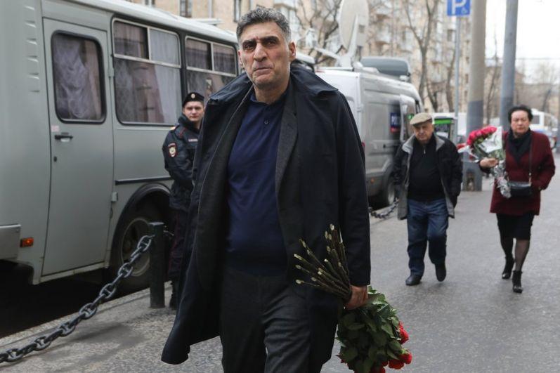 Режиссер Тигран Кеосаян.