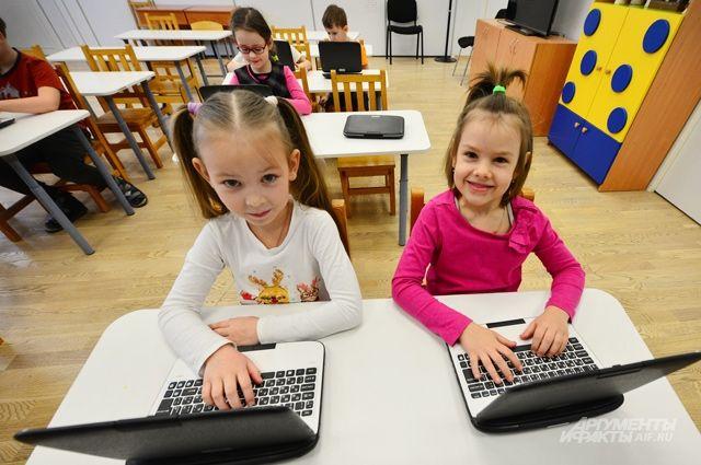 При подготовке к школе ребёнка сегодня не только учат читать, писать, считать, но и преподают ему информатику. В детском саду в Покровском-Стрешневе дети вместе с родителями участвуют в проектах с использованием электронно-образовательных технологий.