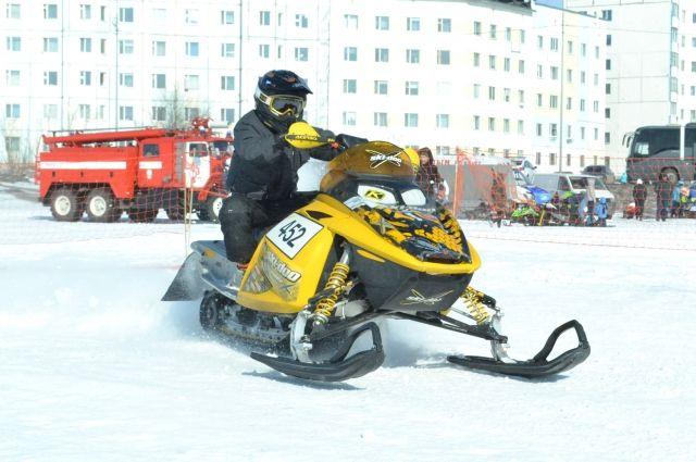 В Надыме состоялся окружной кросс по снегогонкам
