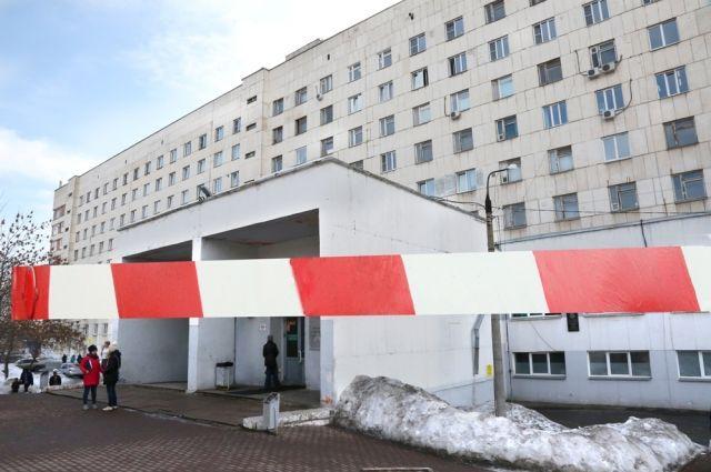 Шлагбаумы возле аэропорта Хабаровска признали опасными для жизни.