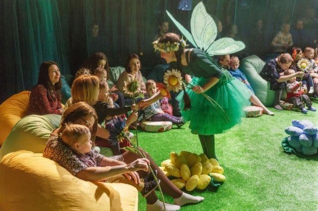 Маленькие зрители - главные актеры в спектаклях нового беби-театра.