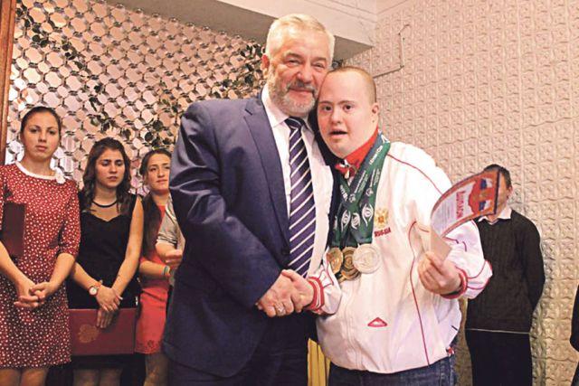 Александр Жуков: «Когда мы помогаем кому-то, мы воспитываем себя в первую очередь».