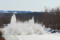 Со второй половины марта в республике ведут взрывные работы на реках.