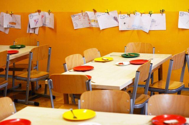 Пьяный омич забрался в детский сад и начал бить посуду