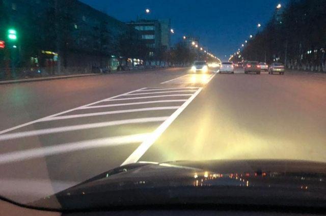 Илья Середюк проехал по ночному городу.