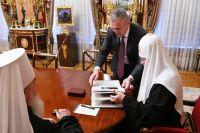 Александр Моор обсудил с Патриархом Кириллом вопросы духовного образования