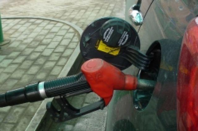 Бензин в Новосибирской области подешевел на четыре копейки