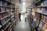 Благодаря библиотекам писатели имеют широкий выход на своего читателя.