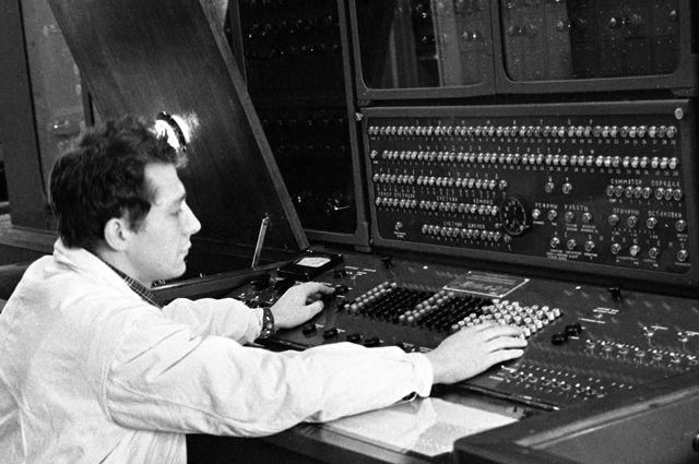 Электронная вычислительная машина «Урал-2, разработанная специальным конструкторским бюро «СКБ-245» в городе Пензе при Московском заводе счетно-аналитических машин (САМ). 1962 г.