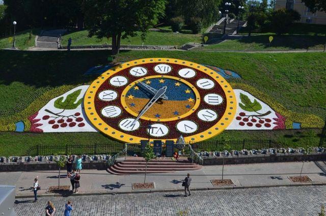 В центре Киева планируют демонтировать Цветочные часы