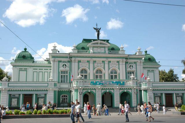 Драмтеатр в Омске однажды назывался Большим.