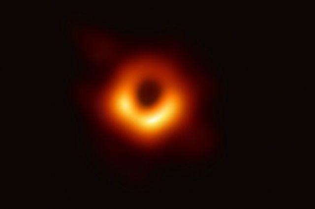 Прорыв для человечества: ученые впервые сфотографировали черную дыру