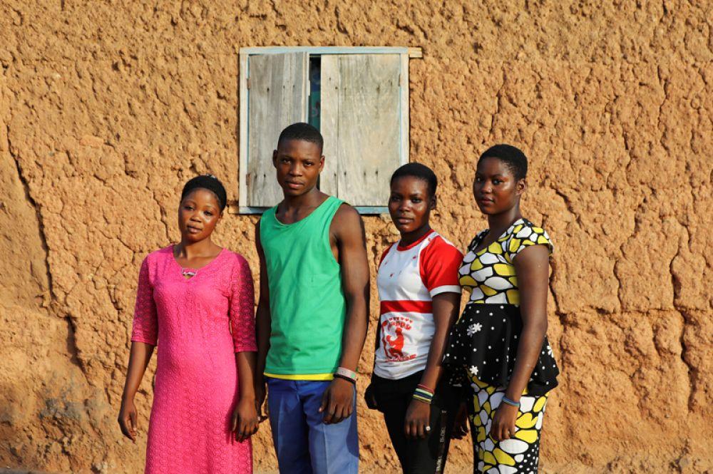Две пары близнецов: Тайво и Кехинде, Абигейл и Дебора Даниэль.