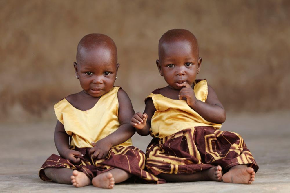 Близнецы Тайво и Кехинде Адехаре в Игбо-Оре.