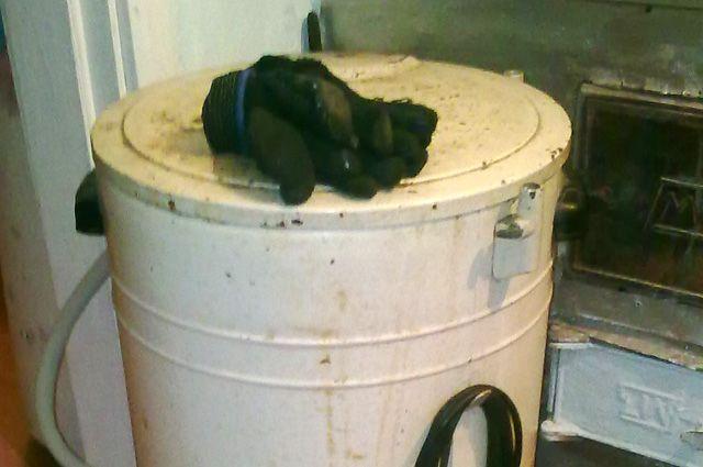 В Омске двухлетняя девочка умерла после падения со стиральной машинки