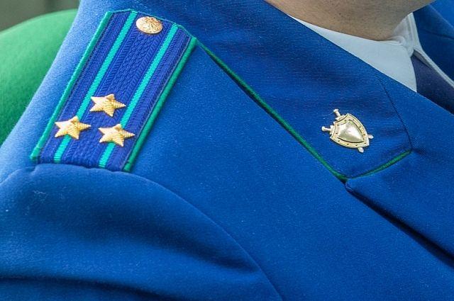 Депутат по совместительству являлся директором Дома культуры «Высокий» в Осинниках.