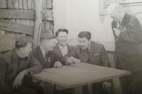 Бывшие узники концлагеря благодаря Степану Приходько (крайний слева) часто встречались в 60-ых и 70-ых годах