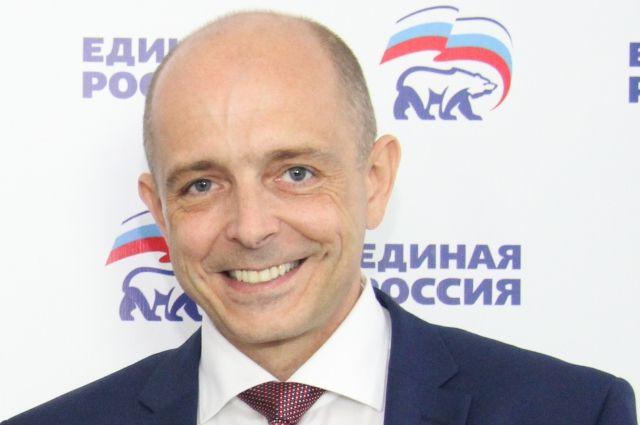 Путь к креслу спикера областного парламента у Сергея Сокола начался с предварительного голосования.