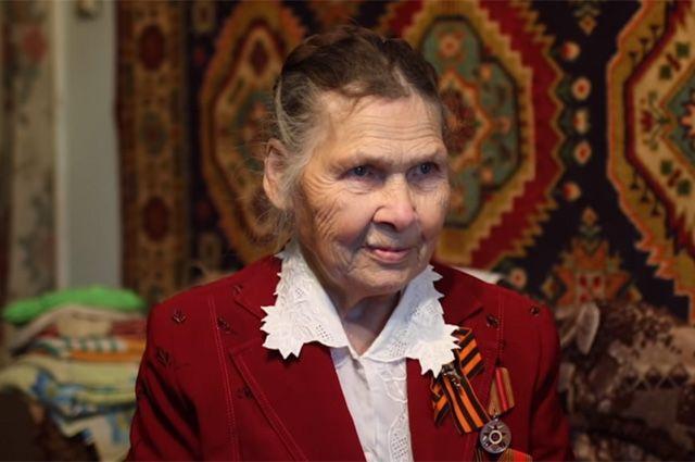Александра Фёдоровна не научилась читать и писать, зато умеет сделать жизнь других немного лучше.