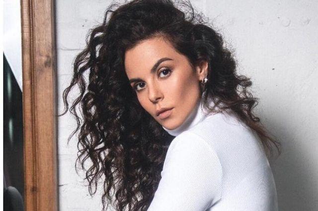 Популярная украинская певица заинтриговала своих подписчиков снимком в белом пышном платье.