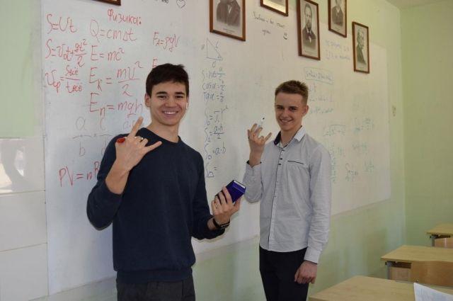 Школы Салехарда присоединились к акции «100 баллов для победы»