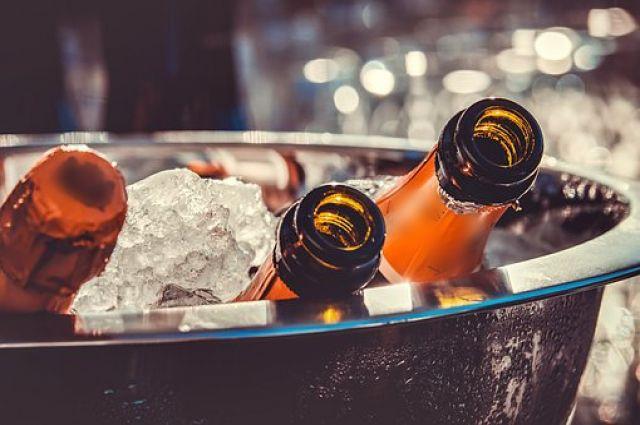 За продажу алкоголя могут выдать штраф до 40 тысяч рублей.