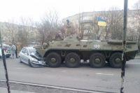 В Ровенской области БТР выехал на встречную полосу и раздавил авто