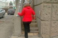 11 ступенек на крыльце бюро медико-социальной экспертизы Волгодонска - как Эверест для людей с ограниченными возможностями здоровья.