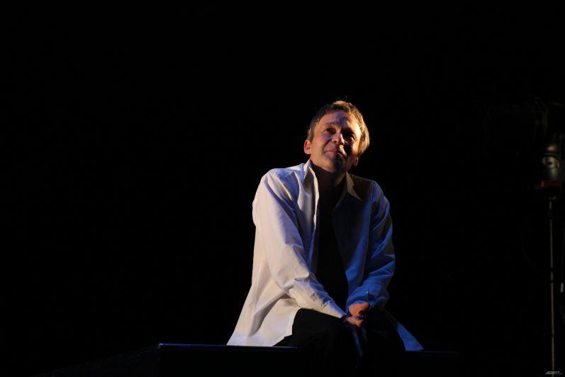 Валерий Рыжков в роли Фауста покорил зрителей.
