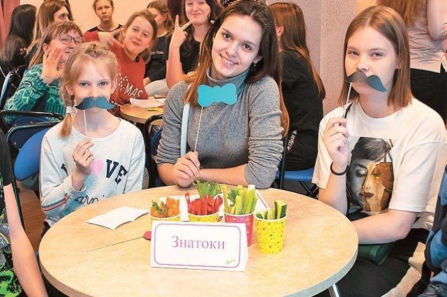 В щукинском филиале Центра поддержки семьи и детства каждый месяц для подростков 14–18 лет всего округа проводится командная интеллектуально-развлекательная игра Quiz.
