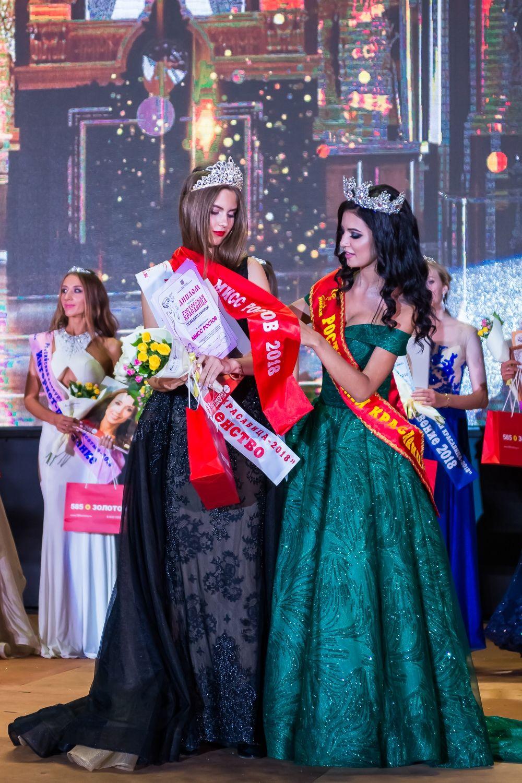 Елена во время награждения титулом «Мисс Ростов – 2018».