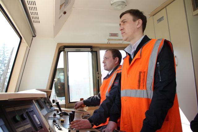 В состав локомотивной бригады  входят два человека: машинист Дмитрий Юров и его помощник Александр Кадышев