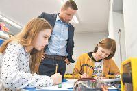 Ученики школы с 8-го класса начинают примерять на себя разные профессии.