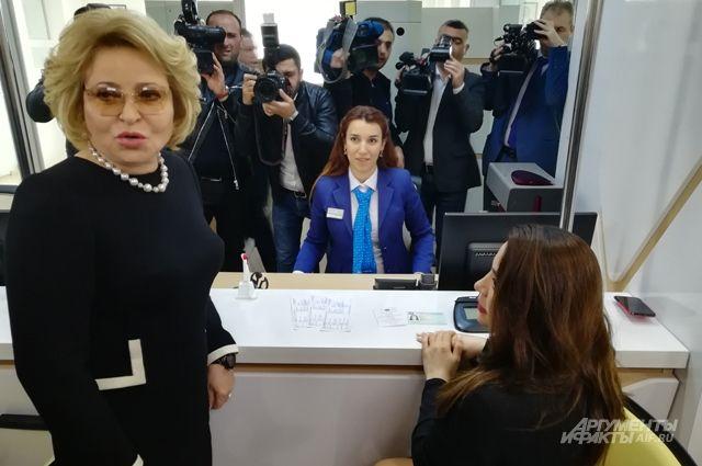 Матвиенко в бакинском центре госуслуг - аналоге нашего МФЦ.