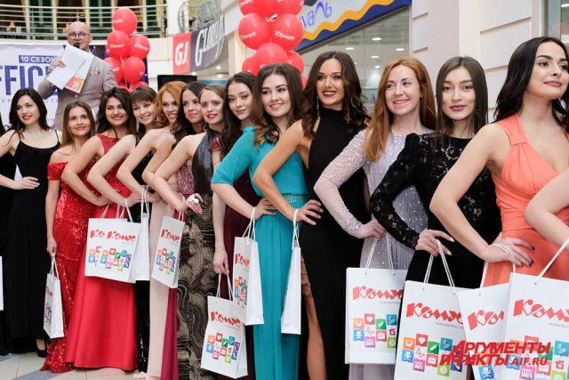 30 красавиц сражались за право выйти в полуфинал международного конкурса красоты.