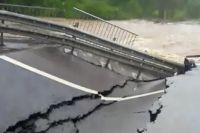 При обрушении моста никто не погиб и не пострадал.